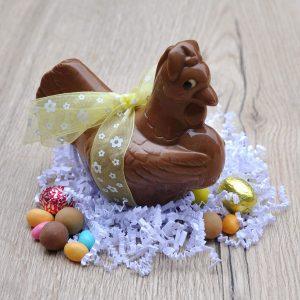 Poule et oeuf en chocolat au lait